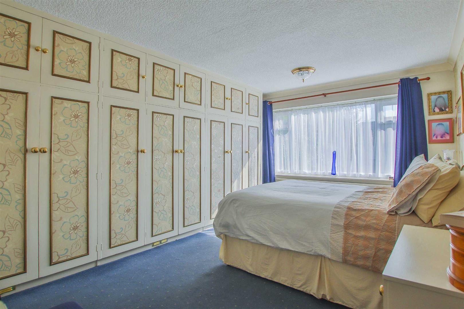 4 Bedroom Detached House For Sale - Image 5